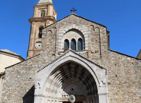 Sul portale della Cattedrale di Ventimiglia (IM)