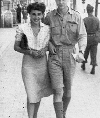Una ragazza Cadet Ensign durante la guerra